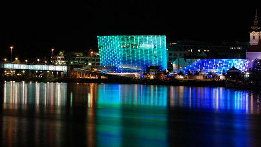 640px-Ars_Electronica_Center_2011_by_night